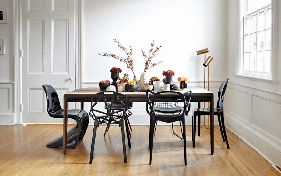 Chairs-depicting-the-personality-of-their-owners---standing-out---but-in-collaboration (1)
